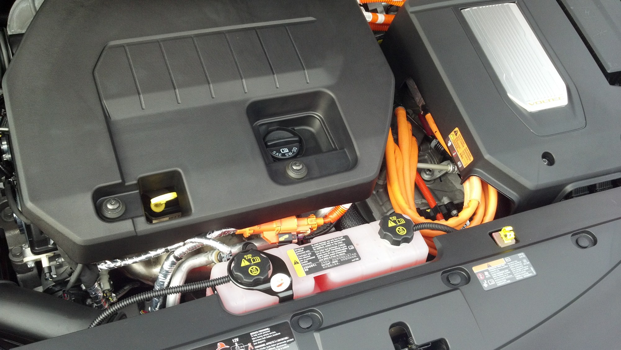 hight resolution of under the hood of the chevy volt