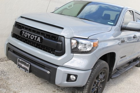 toyota-tundra-crewmax-trd-pro-outdoor-pictures-2017-3