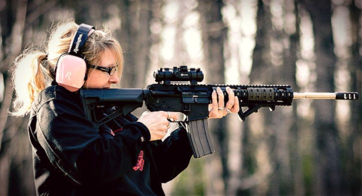 Women holding a custom tactical AR-15 rifle NICHOLAS ERWIN / HTTPS://CREATIVECOMMONS.ORG/LICENSES/BY-NC-ND/2.0/