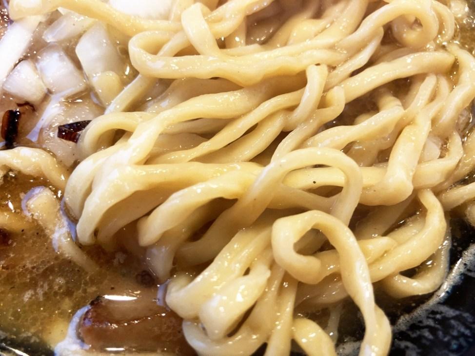 磐田 麺屋 さすけ「ブタニボ」麺