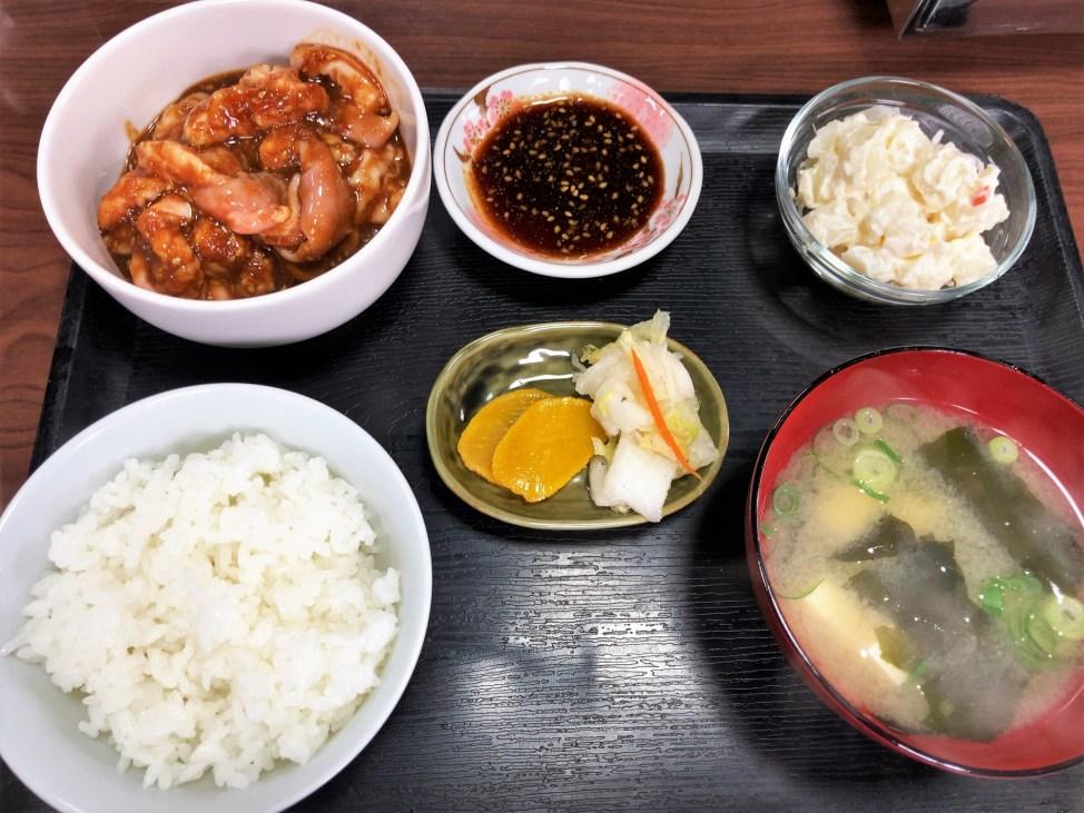 魚松「ホルモン定食」