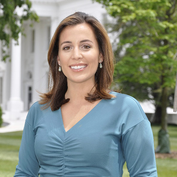 The 33-year old daughter of father (?) and mother(?), 167 cm tall Hallie Jackson in 2018 photo