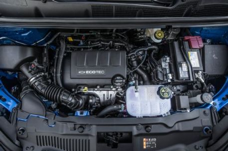 2015-chevrolet-trax-ltz-engine-021