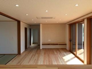 W邸リビング無垢の床材がきれい