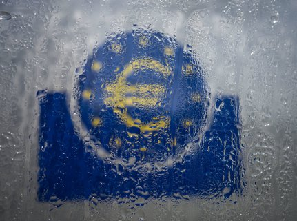 Everything, just not standing in the rain: the EU is looking for solutions to the economic crisis.