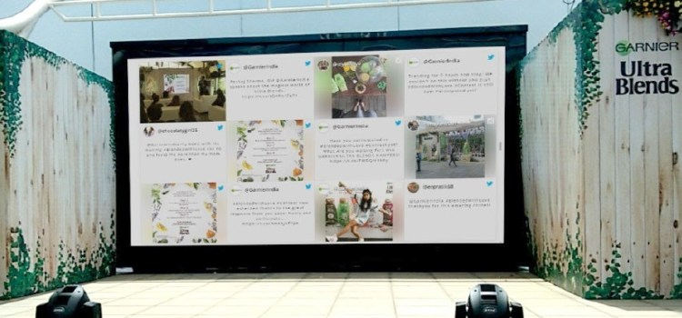 Display live twitter feed at event