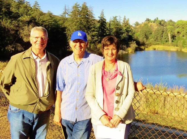 "AT THE FISHIN' HOLE--Neal and Pat Coleman (left and right) of ""Remembering Mayberry"" chapter (Chillicothe, Ohio) enjoy a visit to Franklin Reservoir in L.A. with TAGS alum LeRoy McNees earlier this month. Photo by Jan McNees."