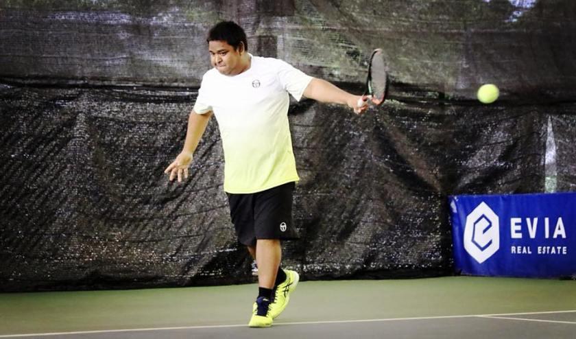 Tennis Coach Ten Rapepat Single Backhand Strikes a Beautiful Single Backhand