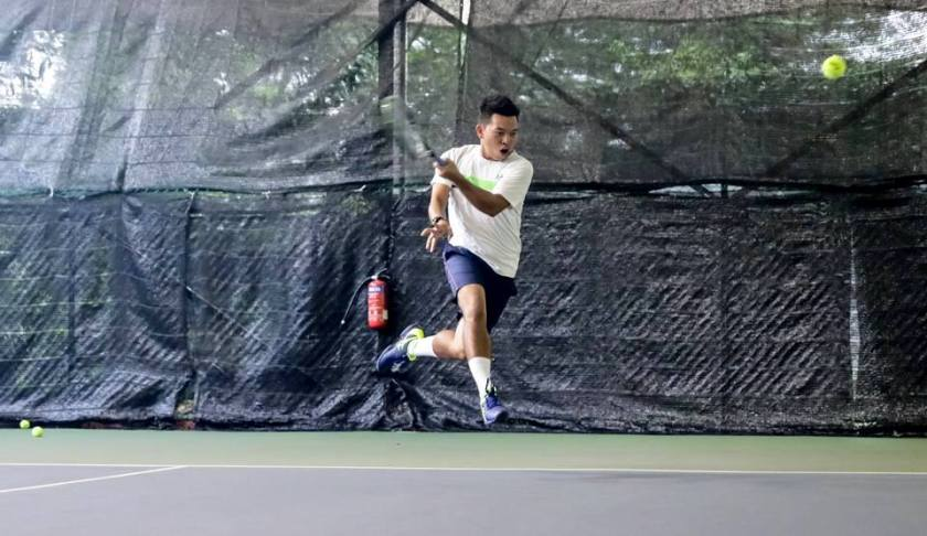 Coach Dave Regencia gives everything he has into the ball on his forehands