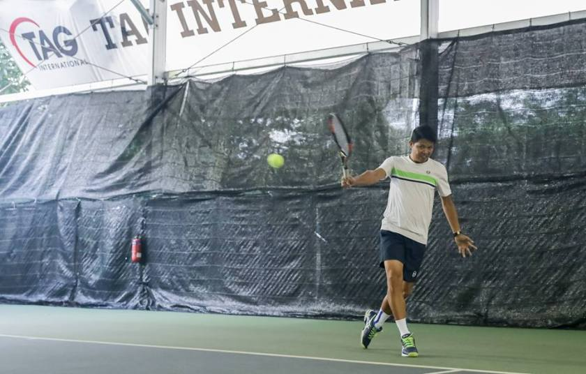 TAG Coach Jeremy creates inside out forehand opportunities with a deep backhand crosscourt