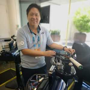Racquet Stringing in Singapore: Melvin Tan of Leisure Sports, one of the best tennis stringers in Singapore