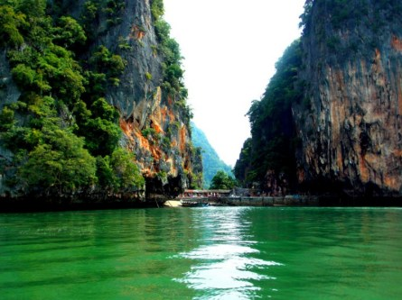 Arriving to James Bond Island
