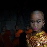Kamboçya traş olan çocuk