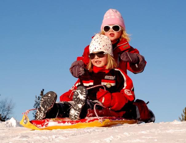 kids-sledding-in-tahoe