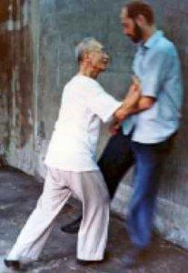 Liu Hsi-heng uprooting Bill Tucker