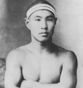 アントワープオリンピックで水泳選手として初出場した内田正練(まさよし)
