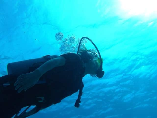 ヒルトゥガン島でダイビング