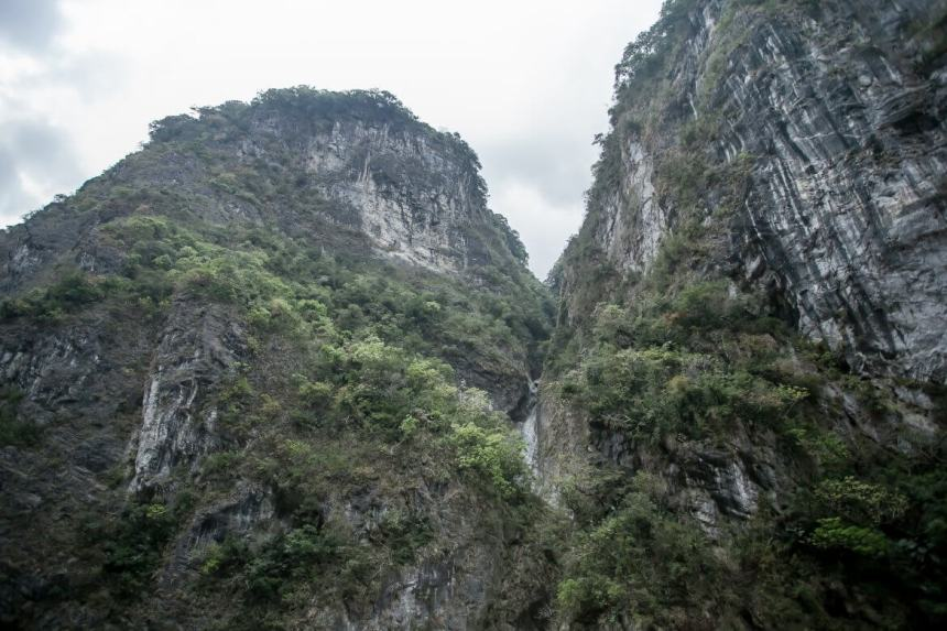 Towering mountains at Taroko Gorge
