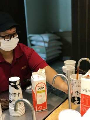 taiwan-scene-bubble-milk-tea-handmade-drink-huada-milk-tea-2