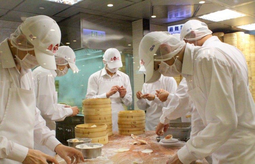 taiwan-scene-xiao-long-bao-soup-dumplings-din-tai-fung-2