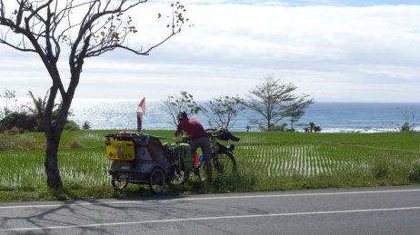 Cycling along Eastern Coast of Taiwan (image source: Taiwan Scene)