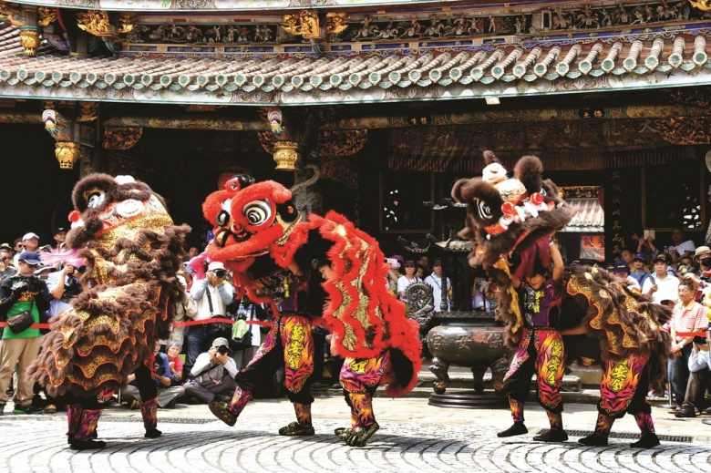 The dragon and lion dance performances are lively and extraordinary. (photo Su Jianan)