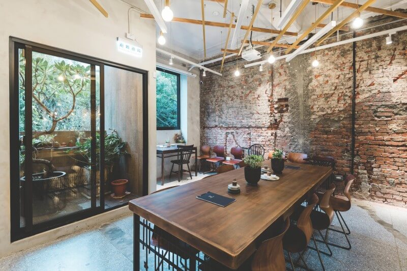 The space at Wangtea Lab blends the traditional red bricks and the modern open concept.