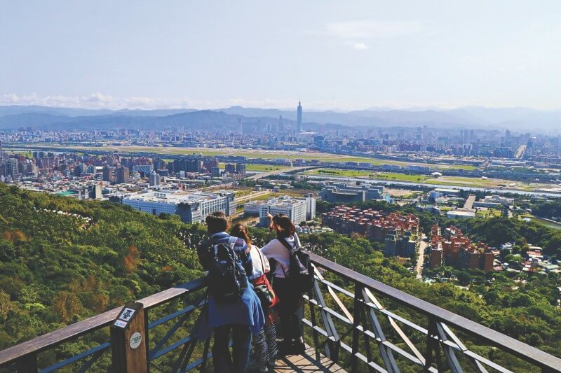 Old Place Viewing Platform is the best place to enjoy Taipei city view.