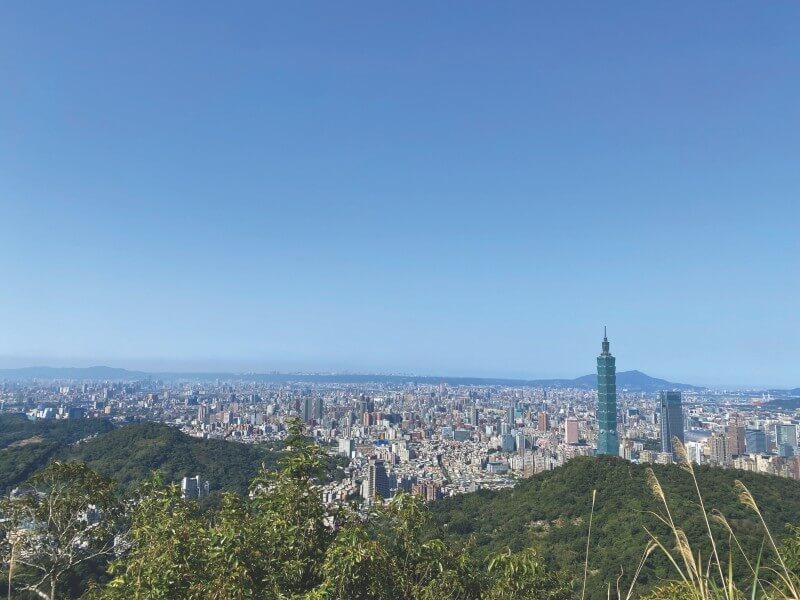 Hike up to Mt. Muzhi to enjoy the amazing bird's eye view of Taipei City.