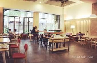 2015 07 03 222415 - 綠光咖啡一號店,精誠商圈裡寬敞的咖啡廳,免服務費、不限時、有插座、有wifi