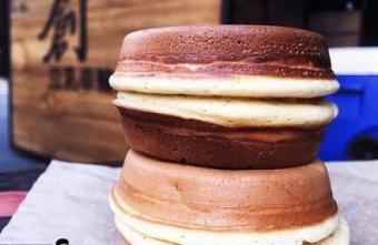 【台中美食】創。豆乳車輪餅,餅皮以豆漿為基底,吃起來外酥內軟,雖然只有四種口味,但是足夠擄獲你的胃