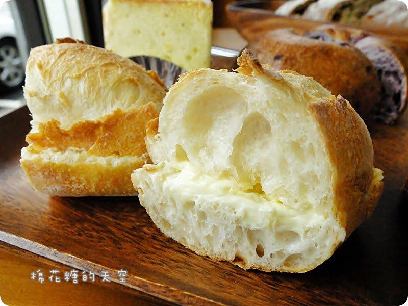 《台中甜點》東山路上低調烘培麵包店~杉禾亭,嚴選食材製作、貼心平價供應,還有我最愛的爆漿布丁泡芙的啦!