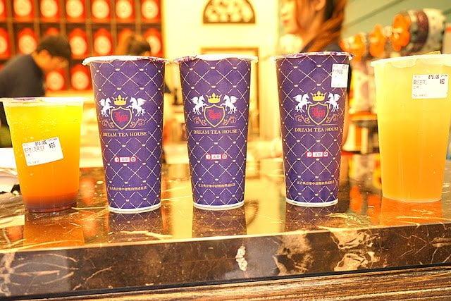 熱血採訪│逢甲夜市雷夢舒醒熟成紅茶來囉!現在點熟成鮮拿鐵加珍珠免費