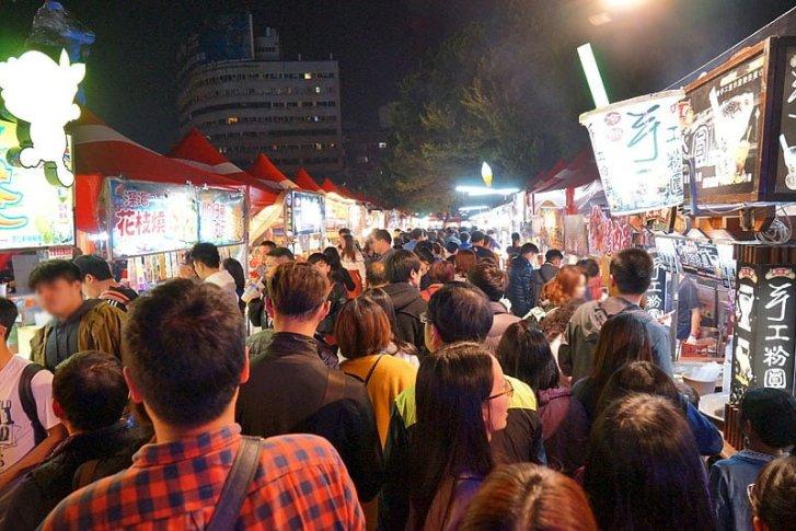 臺中公園燈會夜市攻略懶人包│新開幕人潮大爆滿