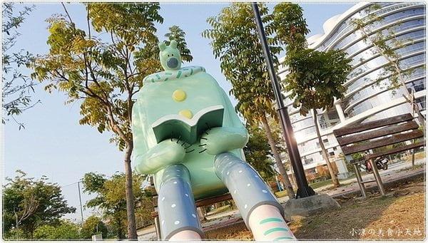 2018 03 17 221802 - 台中大里親子景點│東湖公園出現閱讀熊和午睡熊超人、就在Dali ART藝術廣場旁