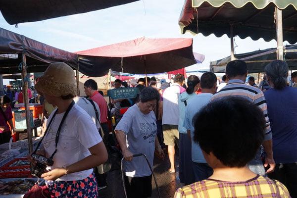 2018 07 17 172558 - 澎湖魚市場│早上6點過後很多海鮮都會沒了,想去要趁早,價格便宜人潮多