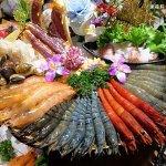熱血採訪 | 水森水產無敵痛風蝦霸王,北海道鱈場蟹、日本A5肋眼和牛,用餐人潮全擠爆!