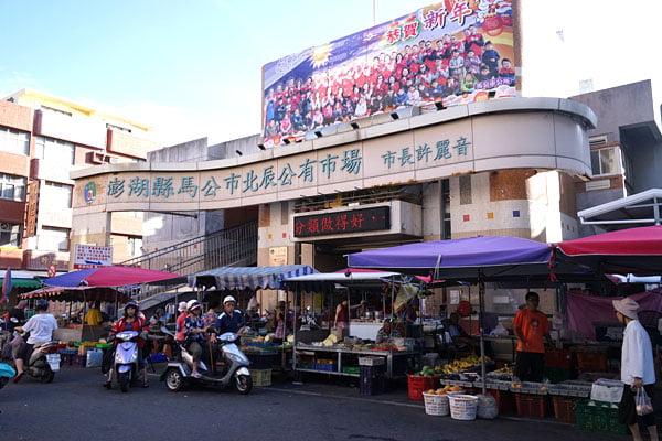 2018 10 19 205417 - 北辰市場小吃│沒有攤名的煙燻蛋,還有煙燻烤雞也好吃