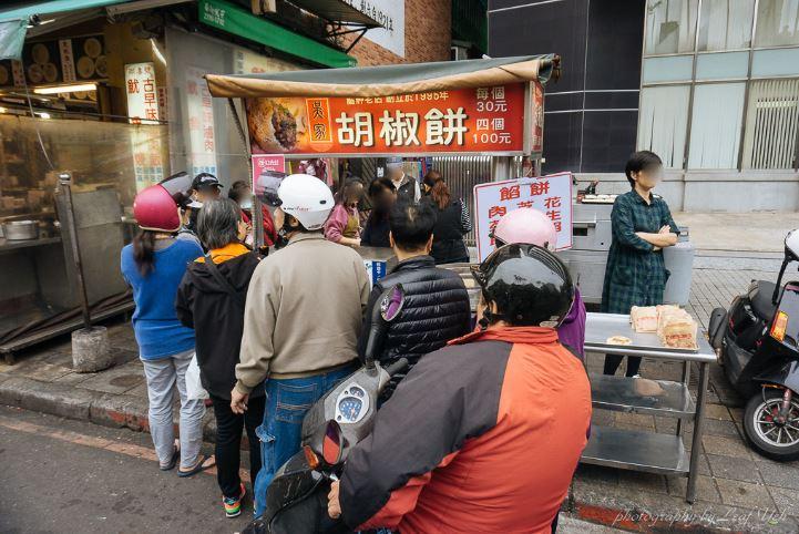 2019 03 23 221846 - 萬華小吃,吳家胡椒餅一次買4個一個只要25元,便宜到讓我懷疑人生