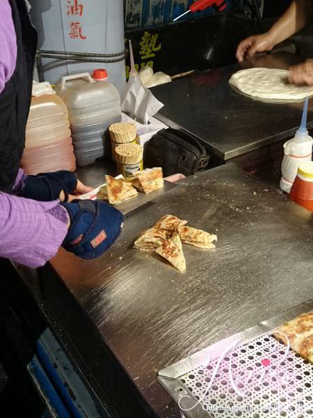 2019 05 14 114818 - 大排長龍的古曼蔥油餅,這台南蔥油餅加上椒鹽超級好吃,一不小心就會吃很多