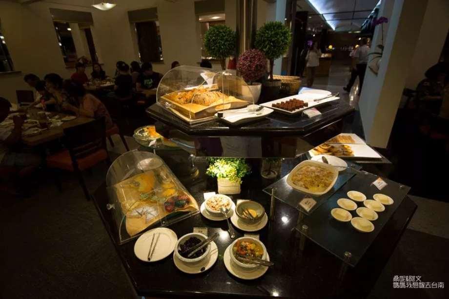 臺南歐式自助餐老品牌,聚餐,慶生首選臺南大飯店翡翠廳歐式自助餐 – 熱血臺中