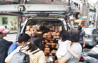 2019 07 10 000406 - 台中小吃|ㄅㄨㄅㄨ麵包車~台中街頭懷舊麵包車 紅標麵包五個100元!