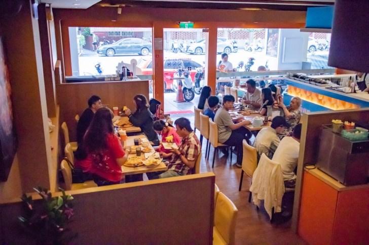 2019 10 04 021312 - 熱血採訪 | 台南披薩炸雞吃到飽、飲料冰淇淋無限享用,用餐時間人潮滿滿!