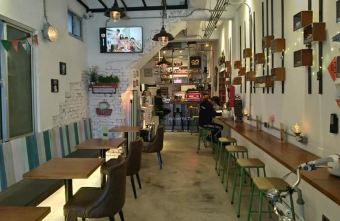 2019 10 07 180516 - 82mm Cafe|一中商圈咖啡館 特色汽車餐桌椅 模型小汽車收藏 北區早午餐 下午茶