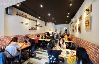 2019 10 08 205423 - 泰潮│近南屯國小的平價泰式料理,中午一點半還是有人候位人氣滿滿!