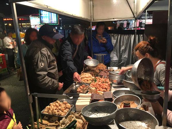 2019 10 13 162406 - 台南小北成功夜市,吃味鮮鹽酥雞人潮滿滿超誇張,台南宵夜必吃