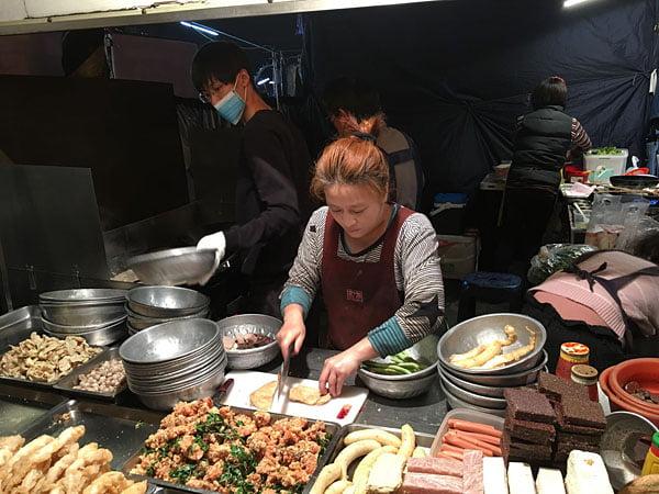 2019 10 13 162420 - 台南小北成功夜市,吃味鮮鹽酥雞人潮滿滿超誇張,台南宵夜必吃