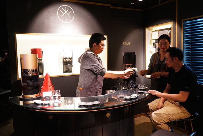2020 01 04 160152 - 熱血採訪│沒預約喝不到!藏在新時代百貨的世界冠軍手沖咖啡,就在iDrip智能手沖咖啡機展銷中心