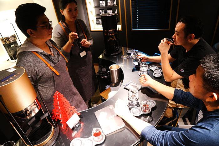 2020 01 04 160218 - 熱血採訪│沒預約喝不到!藏在新時代百貨的世界冠軍手沖咖啡,就在iDrip智能手沖咖啡機展銷中心