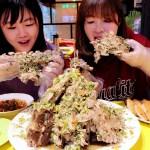 熱血採訪|泰辛火山排骨,台中也能吃到曼谷夜市爆紅美食,巨無霸浮誇排骨山,大口吃肉超過癮